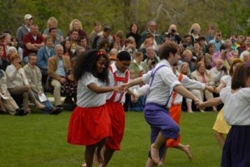 Students participate in traditional Mayday dance