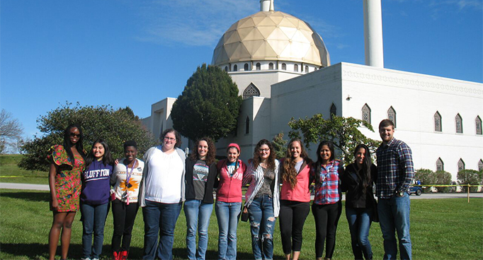 ICon students visit temple